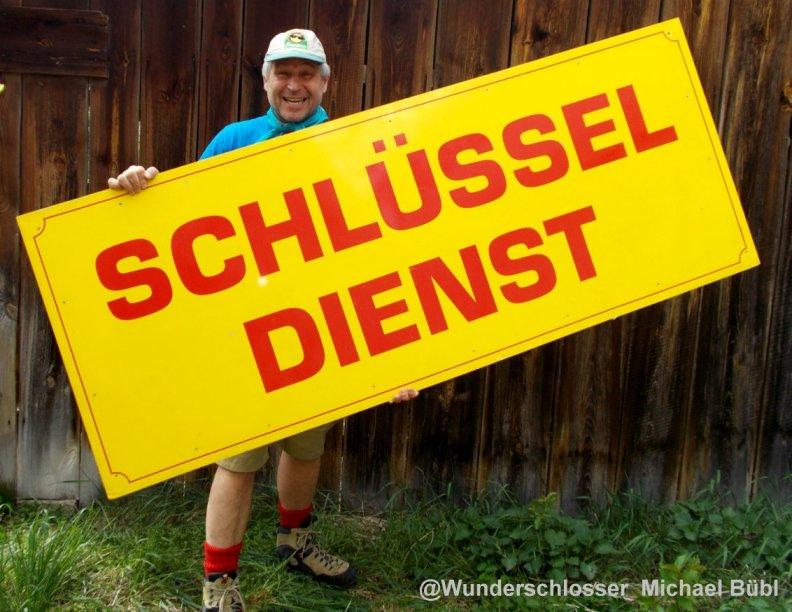 Diese Visitenkarte kann man nicht merh verlieren oder verlegen Es ist die Geschäftskarte von Schlossermesiter Michael Bübl Eindeutig ein Unikat
