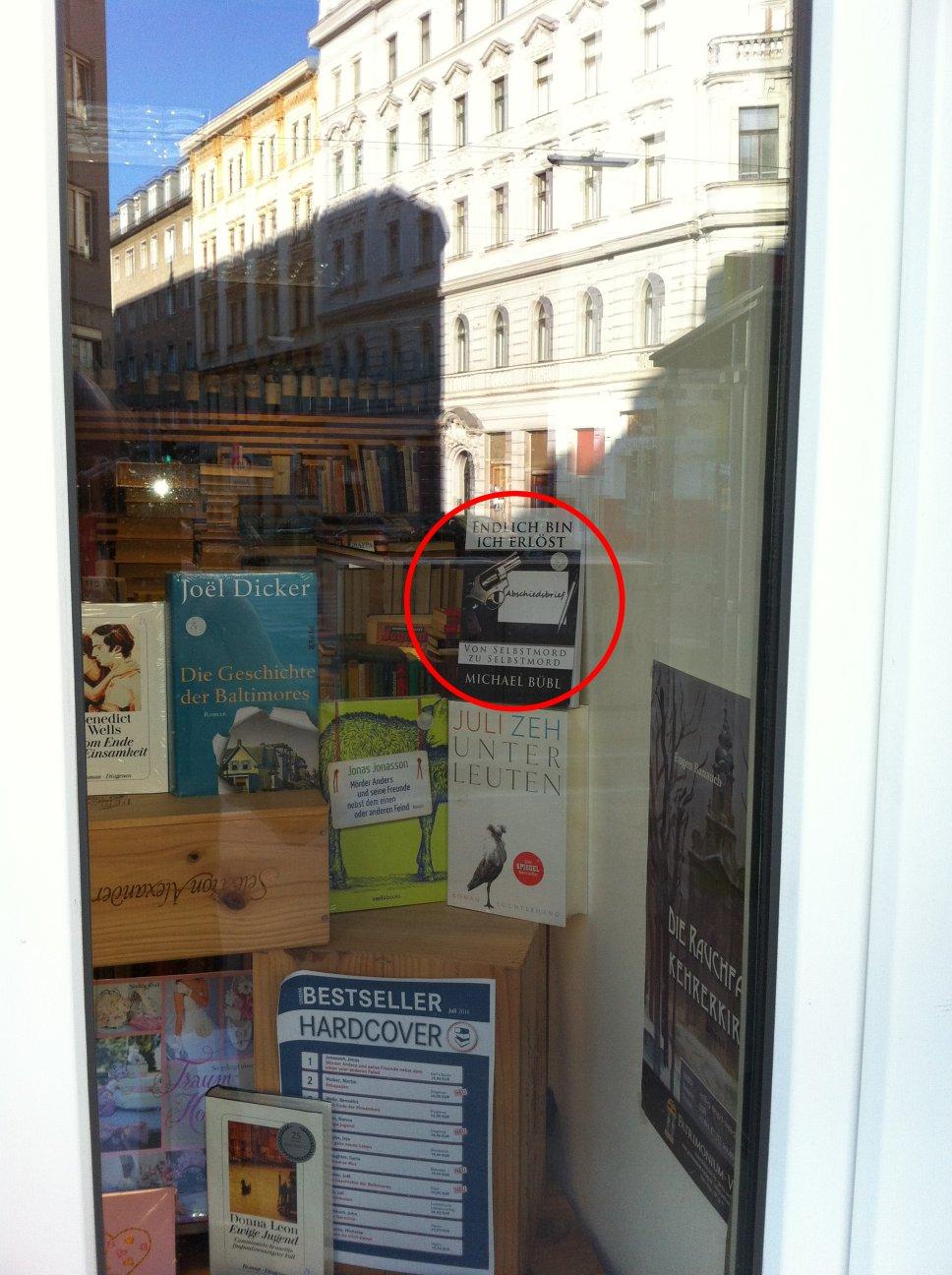 Hier im Bestsellereck von der bekannten Bücherecke in Wien steht es in der Auslage: Endlich bin ich erlöst