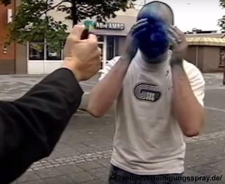 Blauer Spray gegen den Angreifer ist besser als ihn zu verletzen