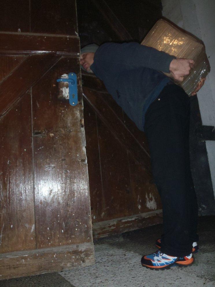 Am Rücken 25 Kilogramm Vor mir ein Zeuge Jehovas Neben/hinter mir ein Kollege Schlimmer geht es nicht mehr
