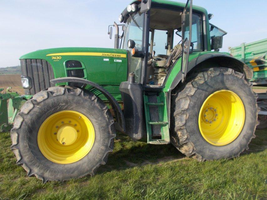 Auf heimischen feldern fahren hauptsächlich amerikanische Traktoren Warum sollte ich also heimische Lebensmittel kaufen, wenn der Bauer ausländischen Produkte kauft?