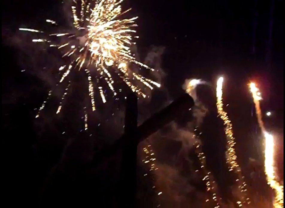 Feuerwerk unter Gipfelkreuz - Was für eine tolle Kulisse